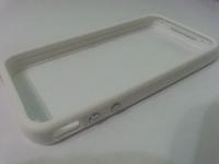 Бампер на Apple iPhone 4/4S, силикон, пластик, белый