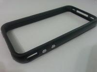 Бампер на Apple iPhone 4/4S, силикон, пластик, черный